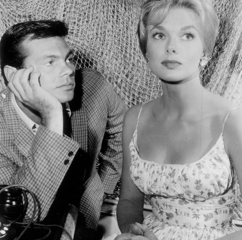 Gary Lockwood and Leslie Parrish voor het televisieprogramma Follow the Sun. Credits: ABC Television