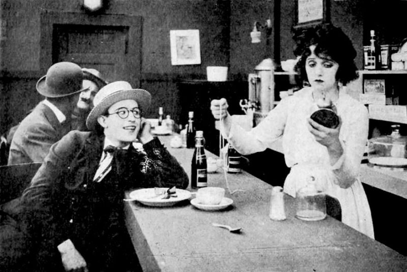 Still uit de korte film Before Breakfast (1919).