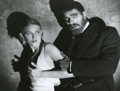 Gloria Stuart en Boris Karloff in de horrorfilm The Old Dark House