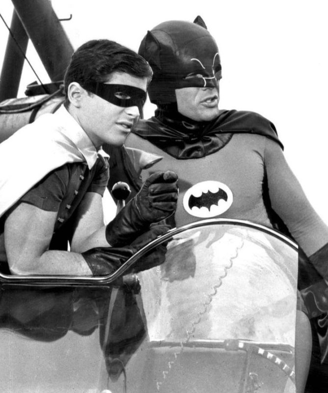 The Dynamic Duo! Burt Ward en Adam West als Robin en Batman. Credits: ABC