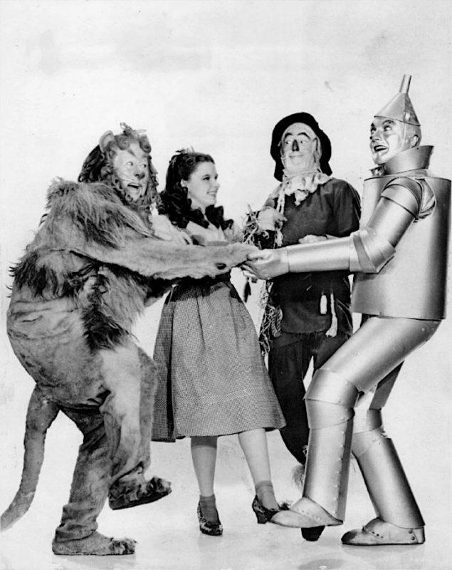 Dapperder, slimmer en menselijker willen zijn, de hoofdpersonages uit The Wizard of Oz (1939).